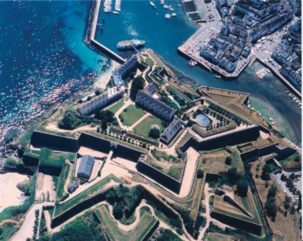 Citadel of vauban tourism in belle ile camping le for Camping saint malo piscine couverte